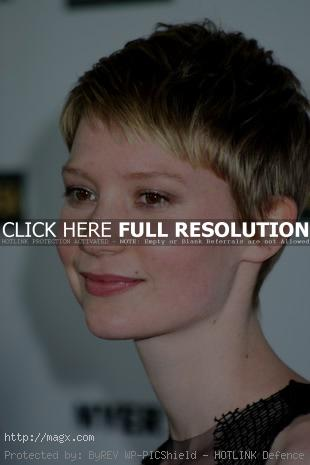 5 Mia Wasikowska is Alice in Wonderland 2010 